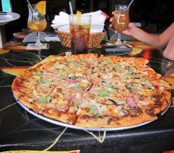 Tahiti Nui Restaurant - Tiki Pizza - Kauai